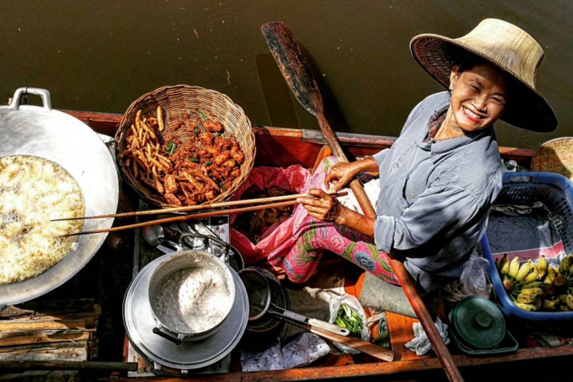 Bangkok canal vendor